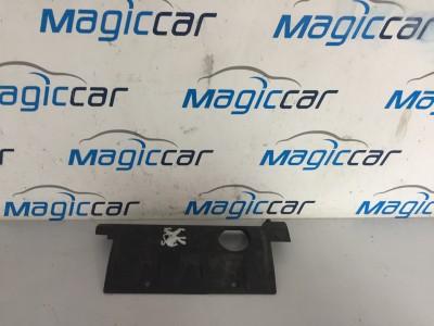 Capac motor Peugeot 308 Benzina  - M04013a150 (2008 - 2012)