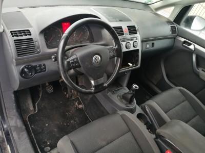 Volkswagen Touran   (2010)